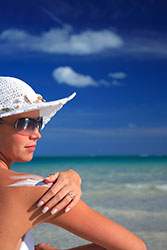 sun.screen.moisturize.hat.woman.skin.beach250H